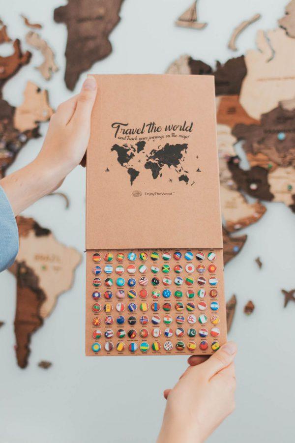 Potisni zatiči leseni zemljevidi sveta Zastave